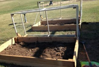 A Simple Raised Bed Design